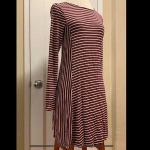 Slimming Burgundy & Off white Jersey Swing Dress